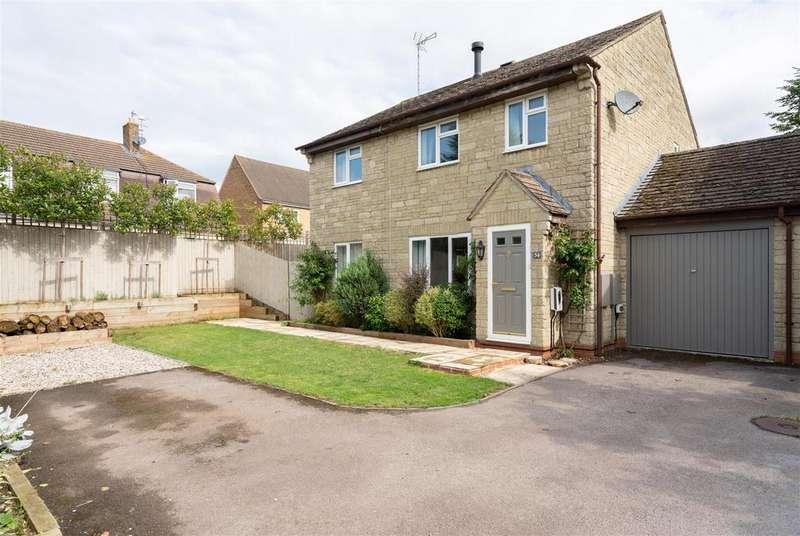 4 Bedrooms Link Detached House for sale in Croft Holm, Moreton in Marsh, Gloucestershire