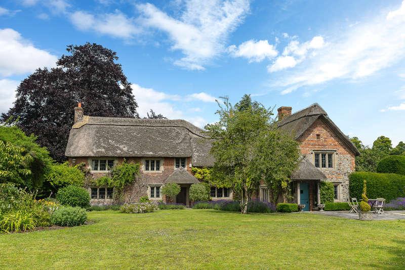 5 Bedrooms Detached House for sale in Heytesbury, Warminster