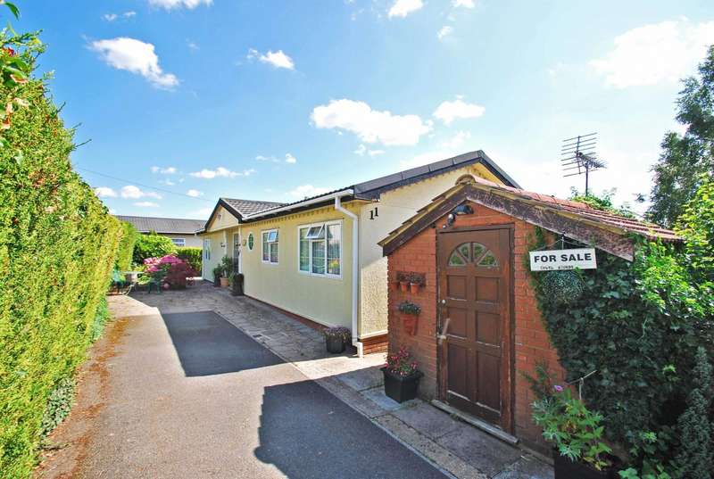 3 Bedrooms Detached Bungalow for sale in Green Valley Park Homes, Whitehouse Lane, Wooburn Moor, HP10