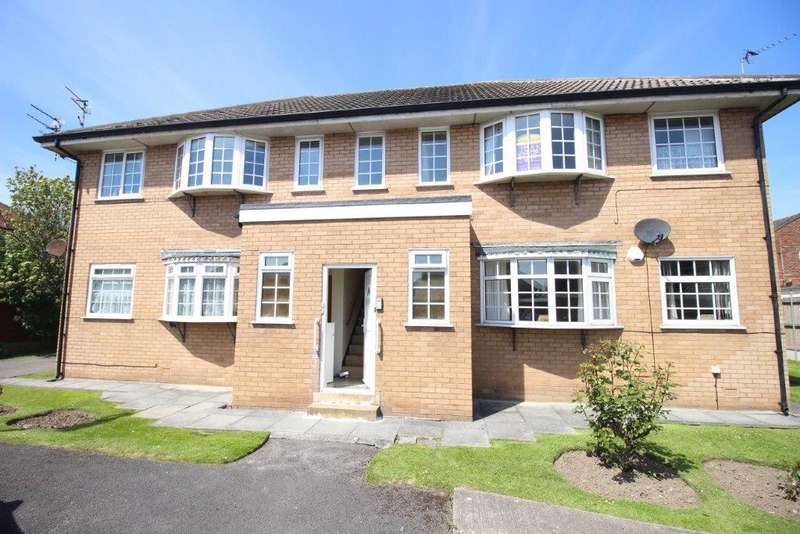 2 Bedrooms Flat for sale in Bowood Court, Blackpool