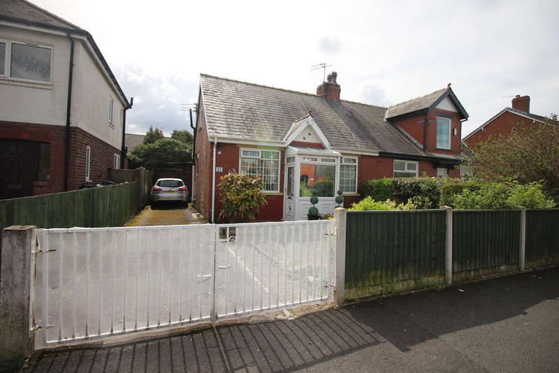 2 Bedrooms Semi Detached Bungalow for sale in Larkholme Avenue, Fleetwood