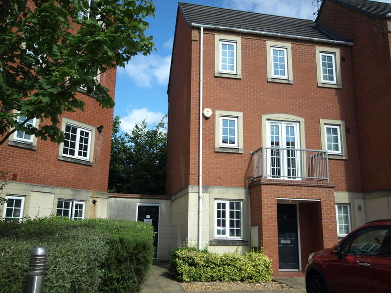 2 Bedrooms Town House for rent in Madison Avenue, Brierley Hill