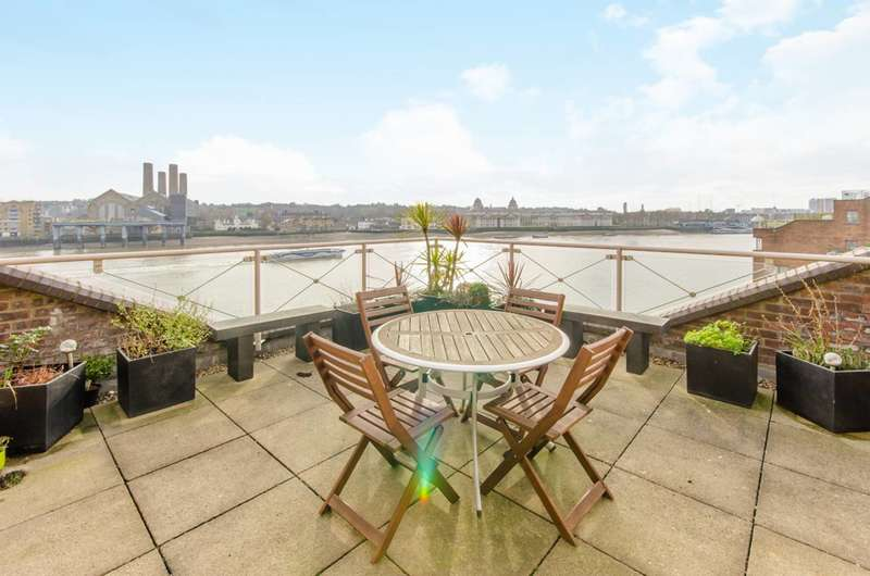 2 Bedrooms Flat for rent in Cumberland Mills Square, Isle Of Dogs, E14