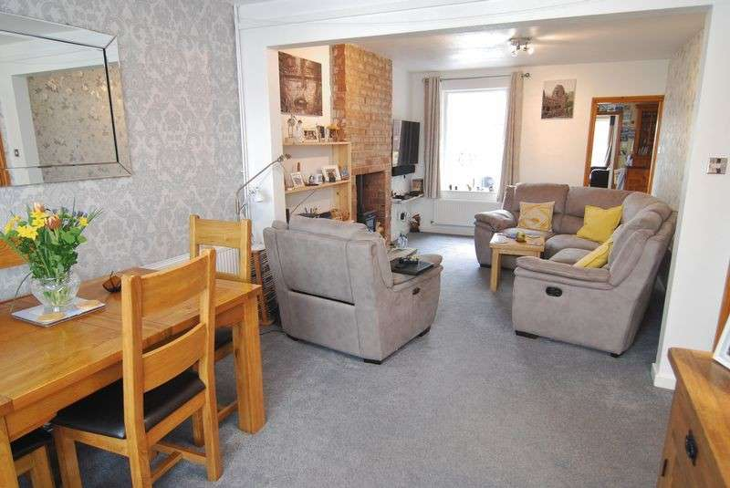 3 Bedrooms Property for sale in Elmbridge Road, Gloucester