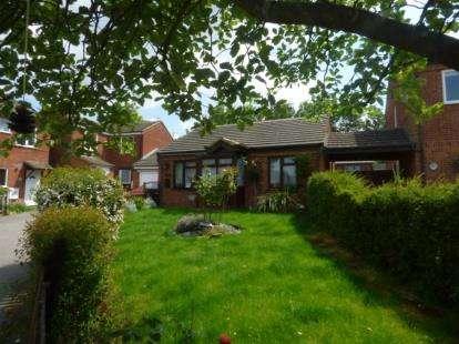 2 Bedrooms Bungalow for sale in Bampton Close, Furzton, Milton Keynes, Buckinghamshire
