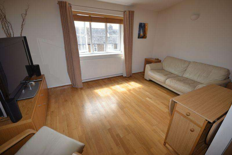 2 Bedrooms Apartment Flat for rent in 7 Harbour Walk, Diamond Road, Whitstable, Kent, CT5 1SG