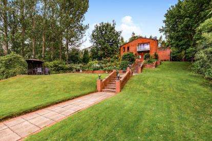 4 Bedrooms Detached House for sale in Denevale, Yarm