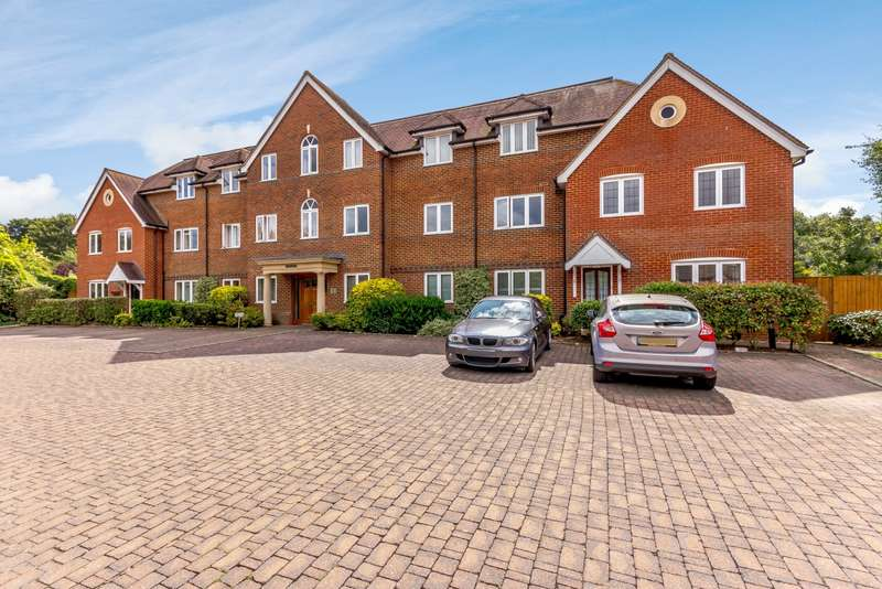 2 Bedrooms Apartment Flat for sale in Surrey House, New Road, Chilworth, GU4