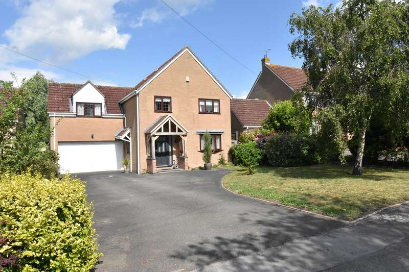 5 Bedrooms Detached House for sale in Banady Lane, Stoke Orchard, Cheltenham, GL52