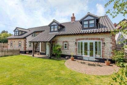 4 Bedrooms Detached House for sale in Wicklewood, Wymondham, Norfolk