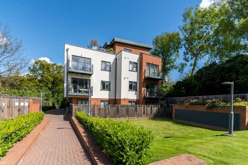 2 Bedrooms Penthouse Flat for sale in Woodchester Court, Woodside Park, N12