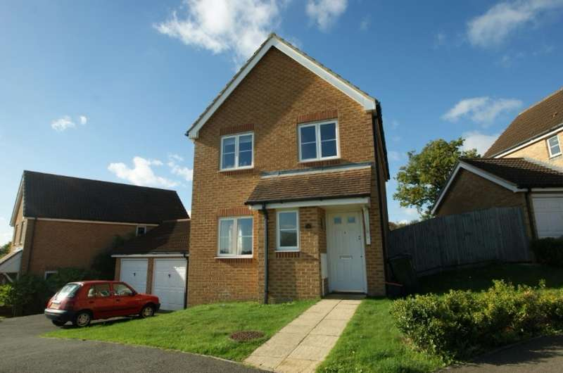 3 Bedrooms Detached House for rent in Lodge Wood Drive, Orchard Heights, Ashford, TN25