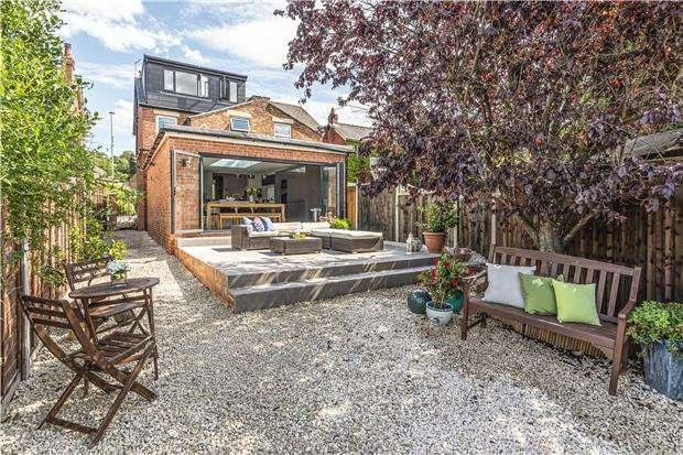 3 Bedrooms Semi Detached House for sale in Old Bath Road, CHELTENHAM, Gloucestershire, GL53 9AH