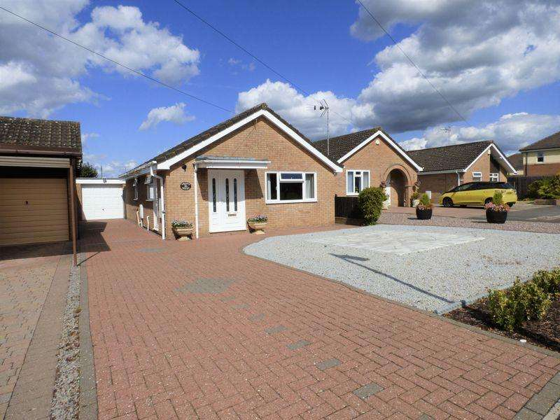 2 Bedrooms Detached Bungalow for sale in Lilac Way, Gloucester