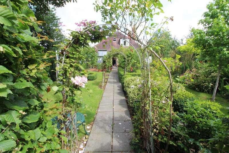 4 Bedrooms Detached House for sale in Pembury Road, Gloucester