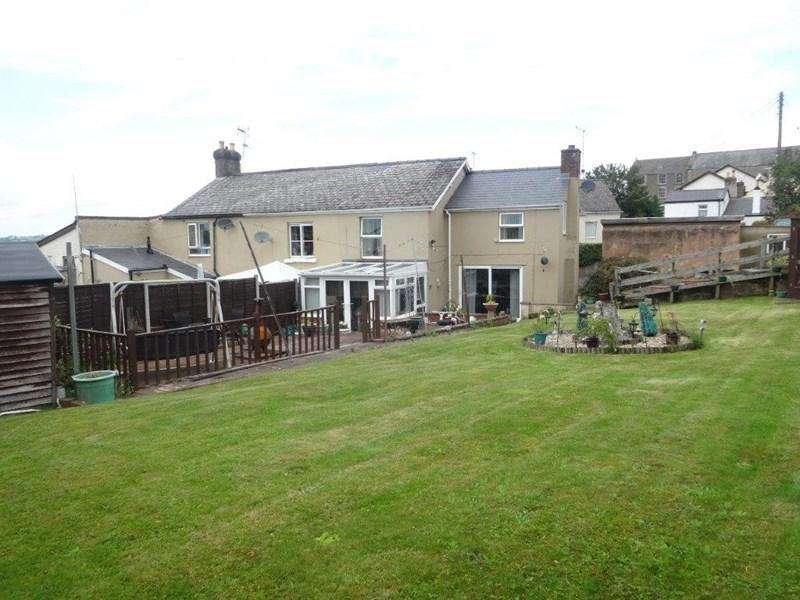 3 Bedrooms End Of Terrace House for sale in Church Road, Cinderford
