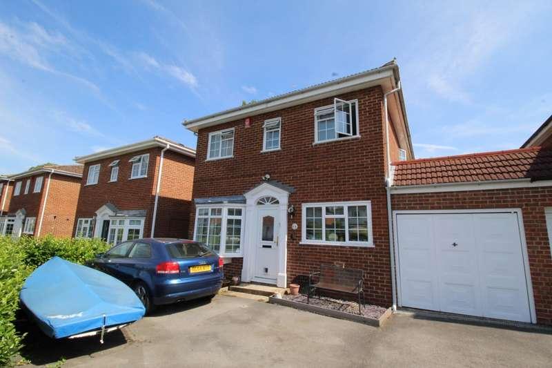 4 Bedrooms Detached House for sale in Manor Leaze, Egham, Surrey, TW20