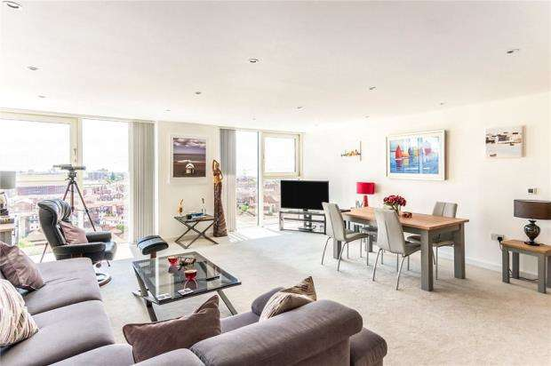 2 Bedrooms Apartment Flat for sale in The Crescent, Gunwharf Quays, Portsmouth