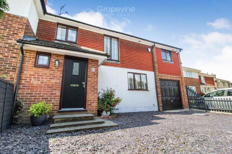 3 Bedrooms Semi Detached House for sale in Nightingale Road, Woodley, Reading