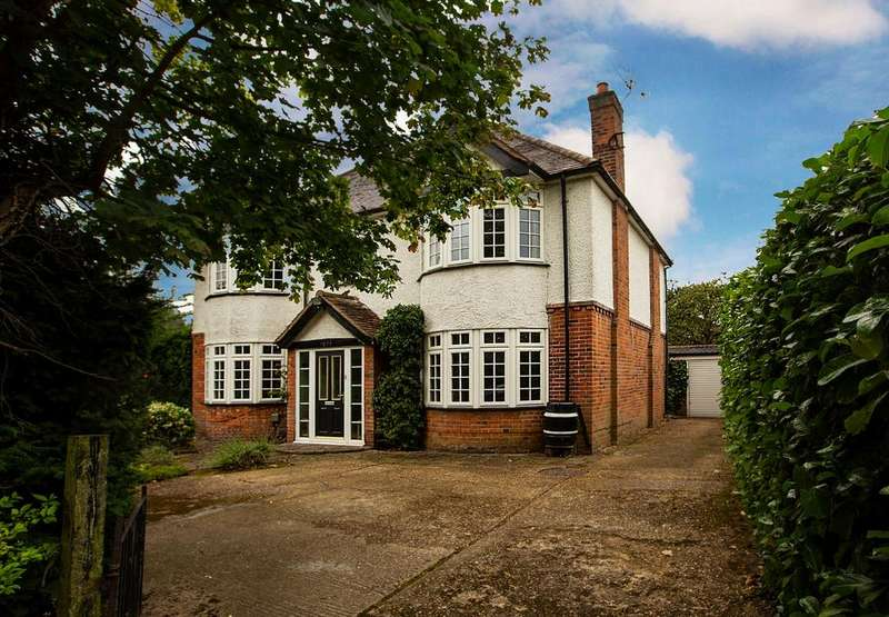 4 Bedrooms Detached House for sale in Loddon Bridge Road, Woodley, Reading, RG5 4BE