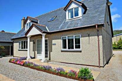 3 Bedrooms Bungalow for sale in Y Ffridd, Morfa Bychan, Porthmadog, Gwynedd, LL49