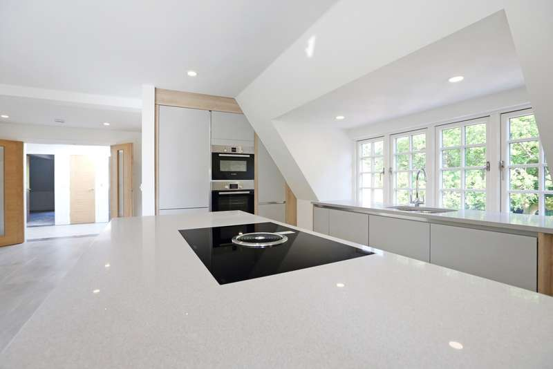 3 Bedrooms Penthouse Flat for sale in Tower Road, Hindhead, GU26