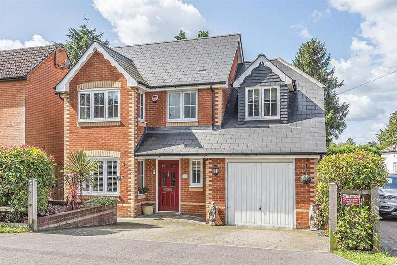 4 Bedrooms Detached House for sale in Pinewood Avenue, Crowthorne, Berkshire, RG45 6RP