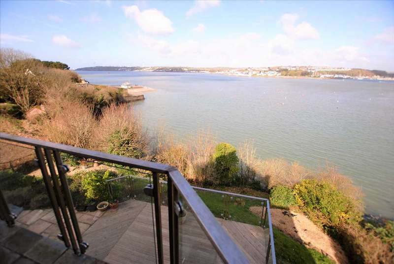7 Bedrooms Detached House for sale in The Powder House, Richmond Road, Llanion, Pembroke Dock
