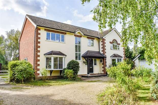 5 Bedrooms Detached House for sale in Broxted, Dunmow, Essex