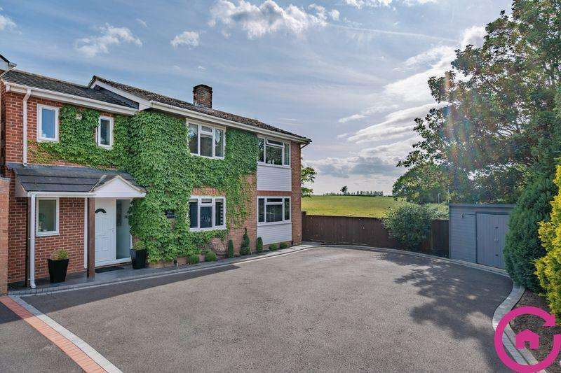 4 Bedrooms Detached House for sale in Whaddon, Gloucestershire