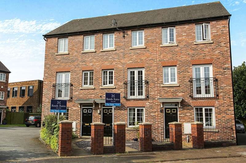 4 Bedrooms Semi Detached House for sale in Pennymoor Drive, Middlewich, Cheshire, CW10
