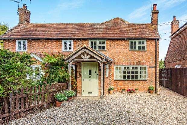 4 Bedrooms Semi Detached House for sale in West Heath, Baughurst, Tadley