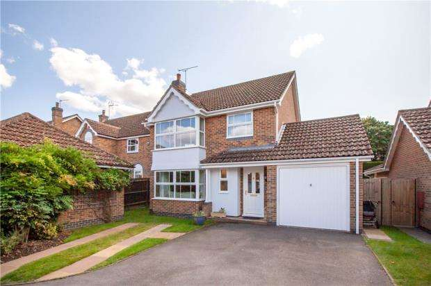 4 Bedrooms Detached House for sale in Lower Canes, Yateley, Hampshire