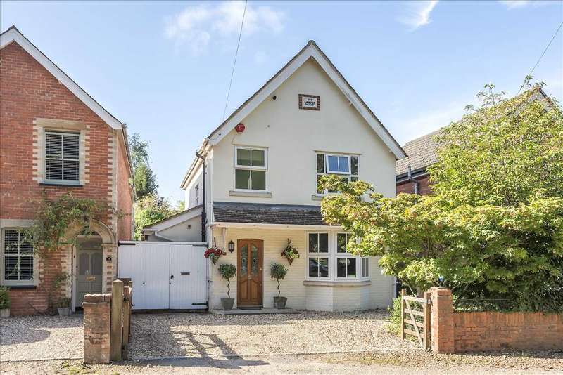 3 Bedrooms Detached House for sale in Addiscombe Road, Crowthorne