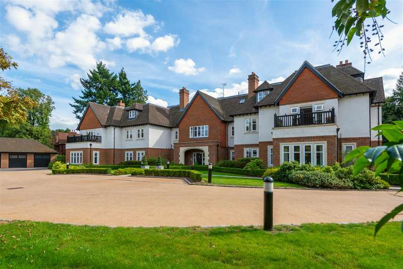 3 Bedrooms Apartment Flat for sale in Heath Drive, Walton On The Hill, Tadworth