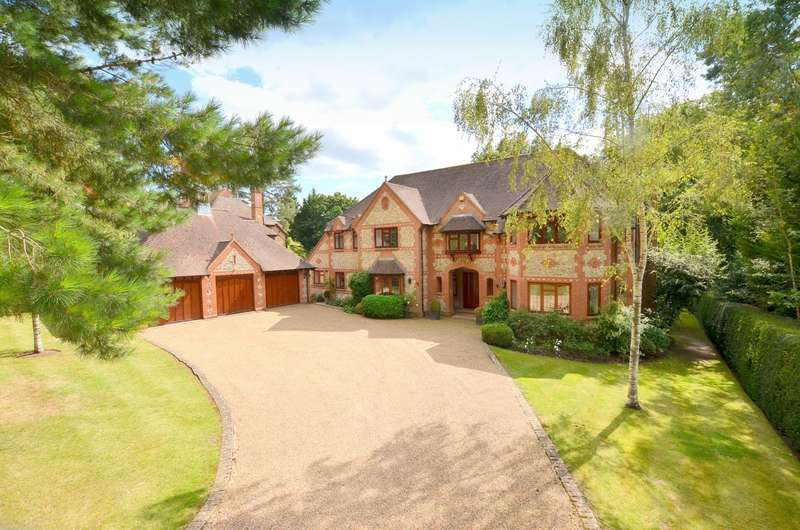 5 Bedrooms Detached House for sale in Woodland Drive, East Horsey, KT24