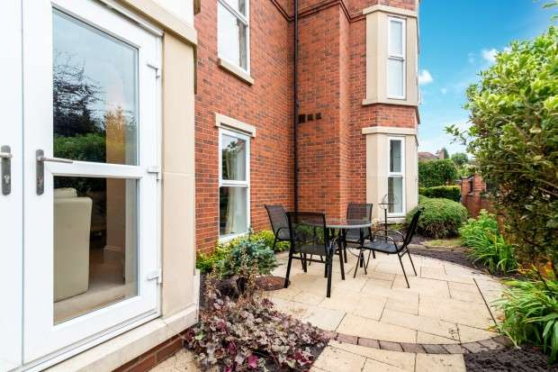 3 Bedrooms Apartment Flat for sale in Royal Court Apartments, 66 Lichfield Road, Sutton Coldfield, B74