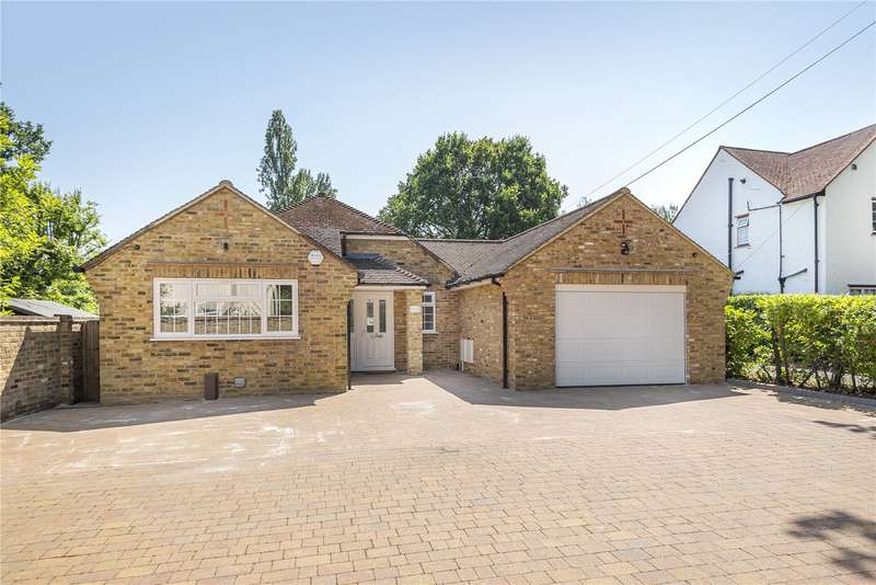 3 Bedrooms Detached Bungalow for sale in Sweetcroft Lane, Hillingdon, Middlesex, UB10