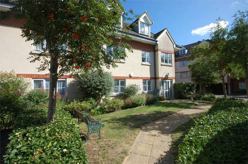 2 Bedrooms Flat for sale in Coy Court, Aylesbury, Buckinghamshire