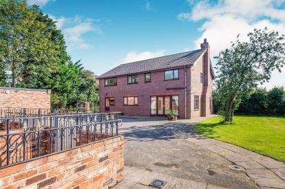 4 Bedrooms Equestrian Facility Character Property for sale in Netherley Road, Widnes, Cheshire, WA8