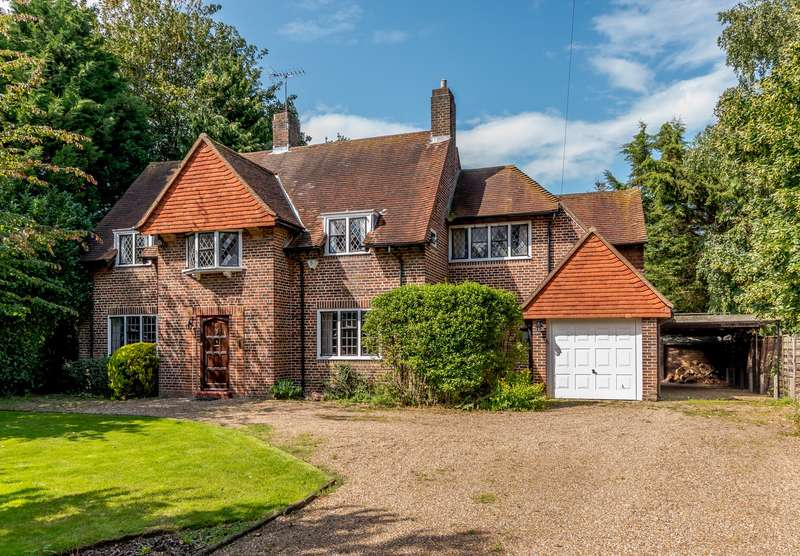 4 Bedrooms Detached House for sale in Orchard Way, Esher, KT10
