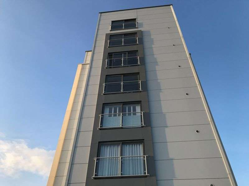 2 Bedrooms Property for sale in Hereward Tower, Broadway, Peterborough