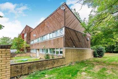 2 Bedrooms Maisonette Flat for sale in Woolmans, Fullers Slade, Milton Keynes, Buckinghamshire