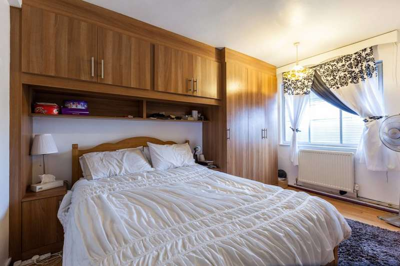 2 Bedrooms Flat for rent in Jamaica Road, Rotherhithe, SE16