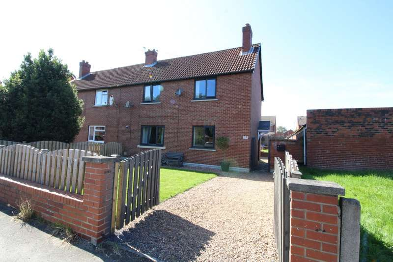 3 Bedrooms Semi Detached House for sale in Headlands Avenue, Ossett, West Yorkshire, WF5