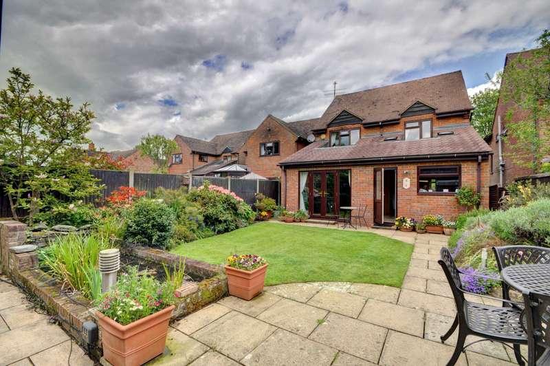 4 Bedrooms Detached House for sale in Bledlow Village