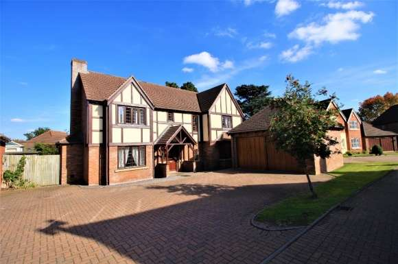 4 Bedrooms Detached House for sale in Shelton Hall Gardens, Shelton, Shrewsbury, SY3