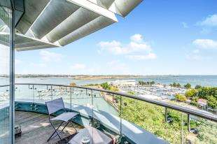 4 Bedrooms Flat for sale in The Hamptons, Pier Road, Gillingham, Kent