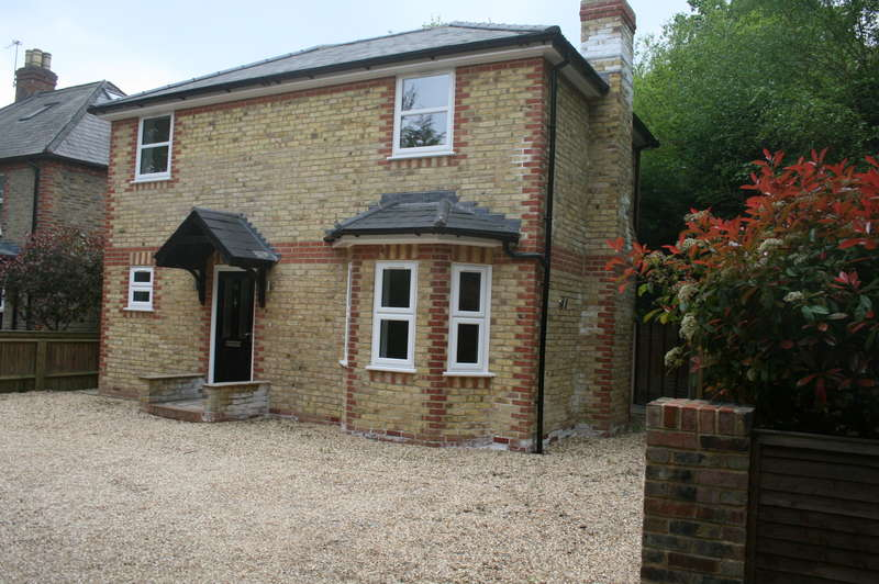 2 Bedrooms Detached House for sale in SUNNINGDALE