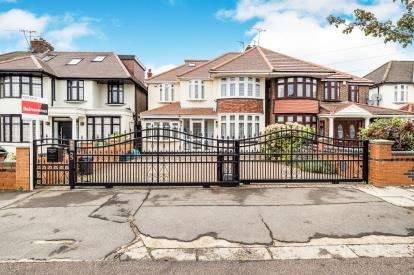 5 Bedrooms Semi Detached House for sale in Ilford